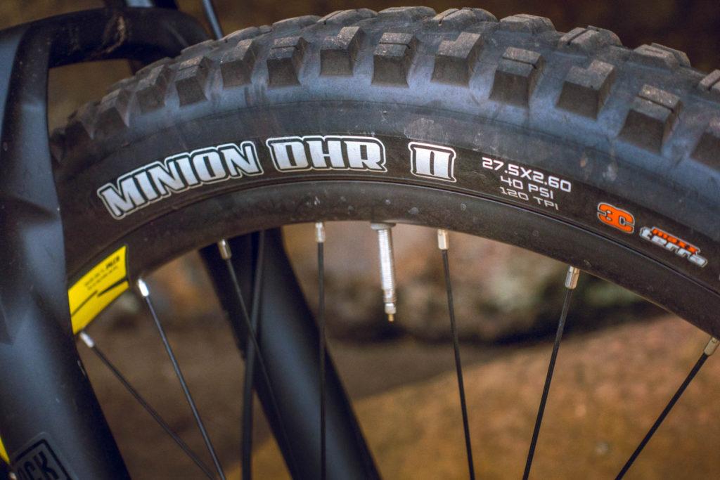 Серьёзная резина. Minion DHR прекрасная передняя покрышка, с отличным сцеплением, особенно в торможении.